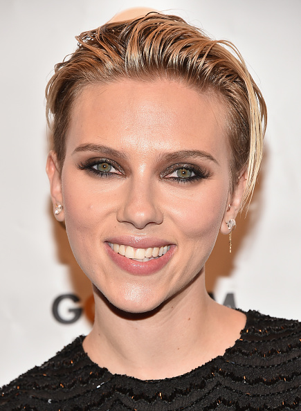 Did Scarlett Johansson Just Pull Off This Runway Hairstyle